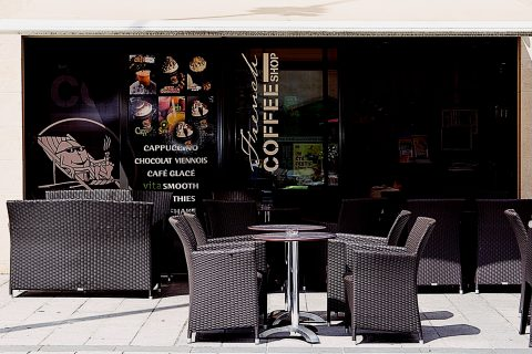 French Coffee shop à Pessac Village